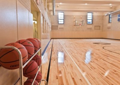MetroFit basketball court on-site at The Metropolitan apartments in Center City